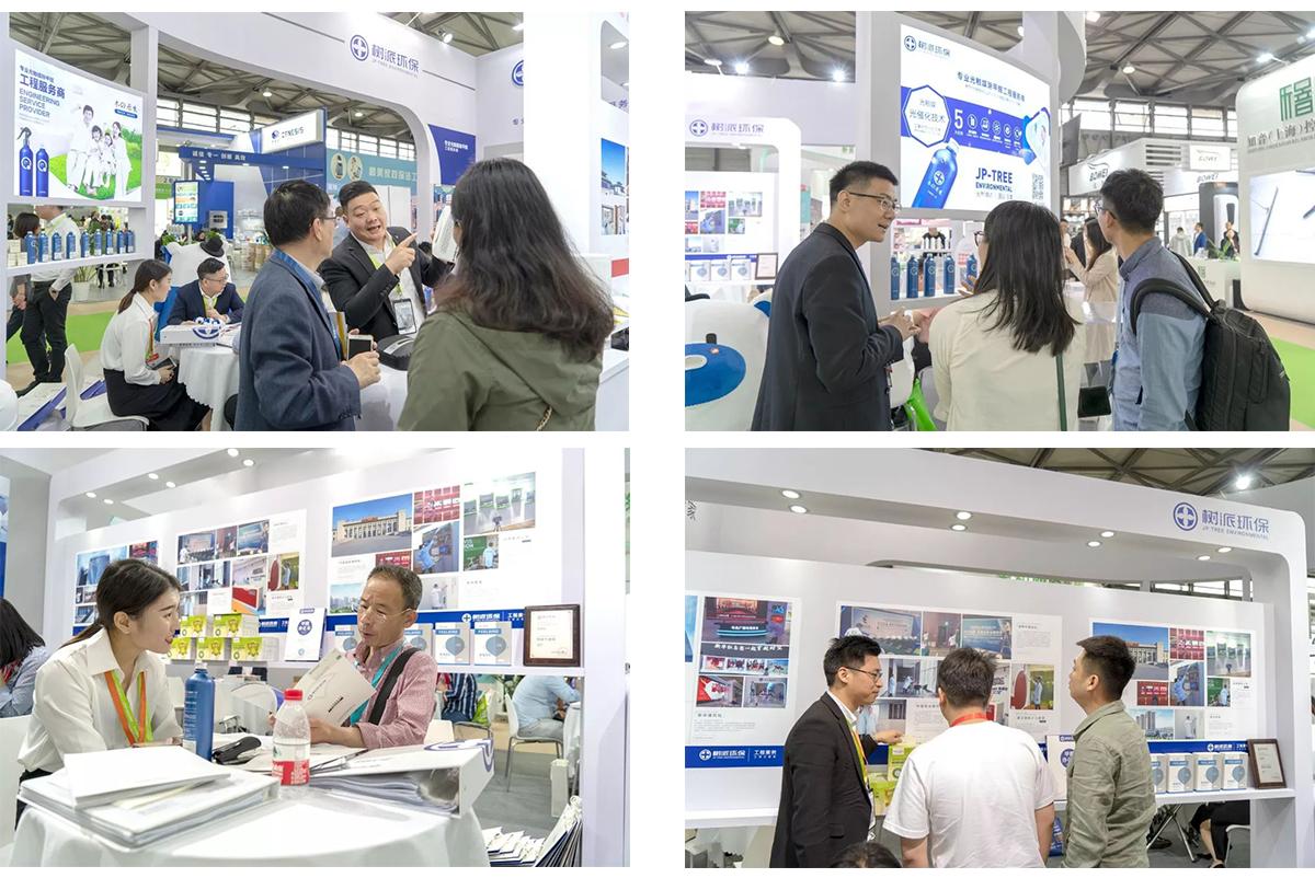 上海国际室内空气净化展-工作人员详细给客户介绍产品.jpg